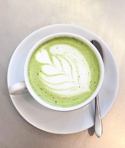 La recette du white matcha latte de Café Kitsuné