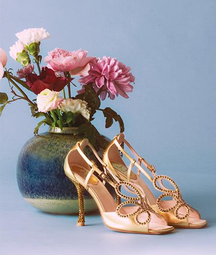 Qui a dessiné les souliers de la reine Elisabeth II pour son couronnement?
