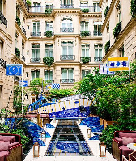 L'Hôtel de Crillon inaugure son yacht club pour célèbrer les 100 ans du Negroni