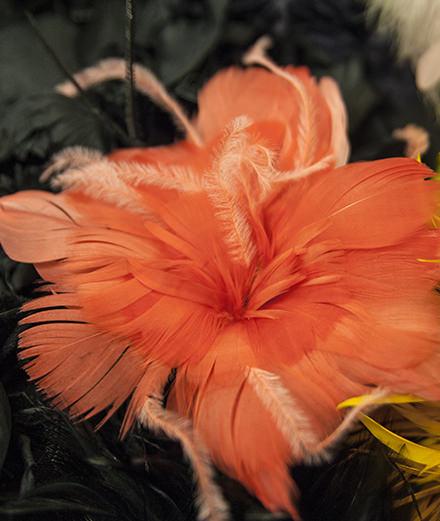 Chanel Métiers d'art : visite guidée dans l'atelier du plumassier Lemarié