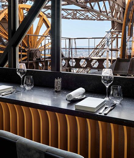 Comment déjeuner dans la tour Eiffel sans réservation?