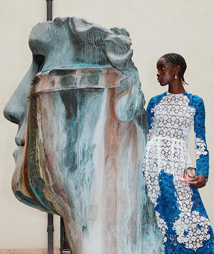 Valentino dévoile une collection toute bleue de Delft