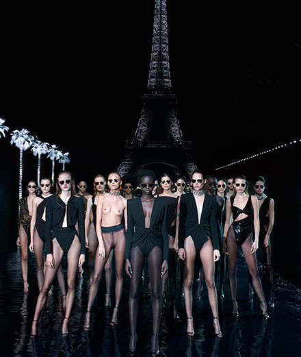 Miami Art Basel : Saint Laurent présente sa collaboration avec l'artiste Vanessa Beecroft