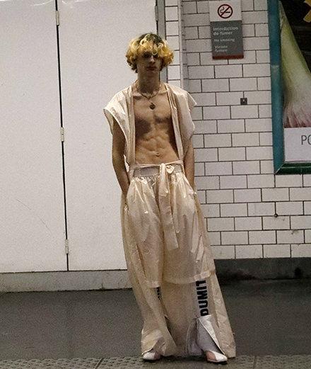 Dumitrascu printemps-été2018 défile dans le métro