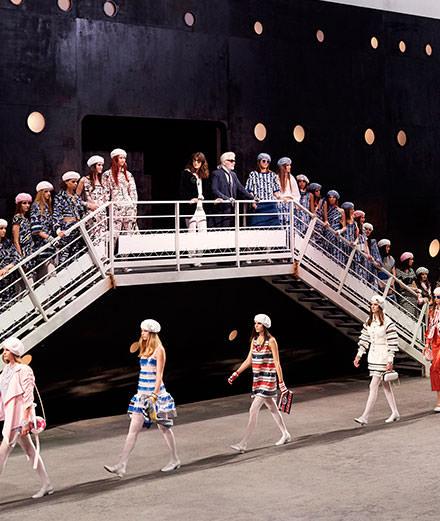 Au Grand Palais, la croisière s'amuse avec Chanel et Karl Lagerfeld