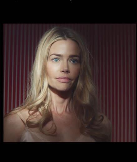 Denise Richards en héroïne vengeresse dans le nouveau clip de Sebastien Tellier