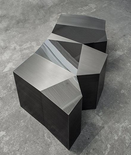 Les sculptures aux découpes audacieuses de Karen Chekerdjian