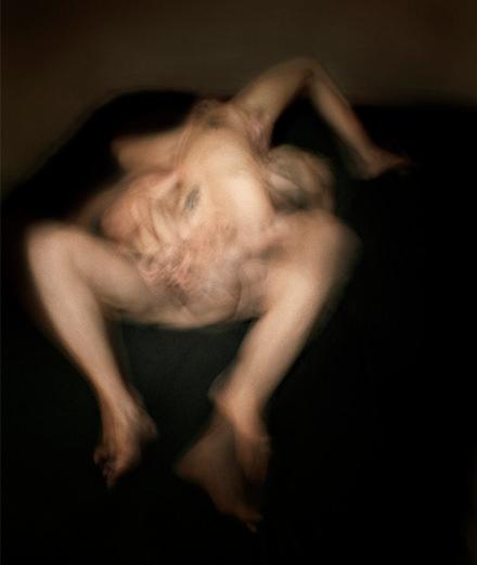 À Marseille, Antoine d'Agata expose ses sombres clichés de prostituées