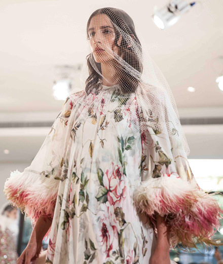 Backstage : le défilé Giambattista Valli haute-couture automne-hiver 2018-2019 vu par Mehdi Mendas