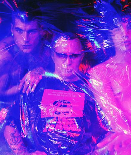 Exclusif : l'icône gay Bruce LaBruce et ses performeurs photographiés au Salò par Luizo Vega