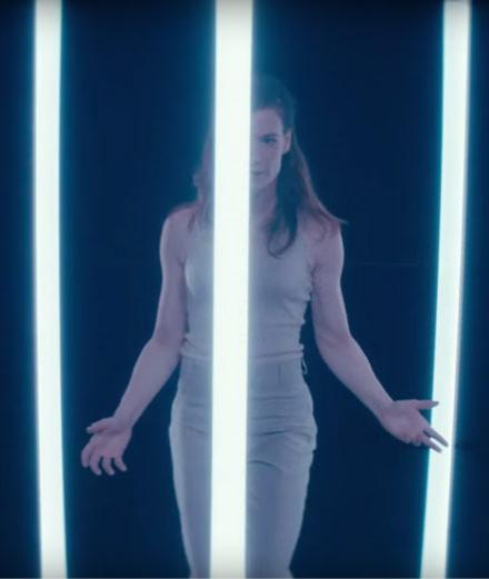Christine and the Queens révèle un nouveau clip à la beauté magnétique