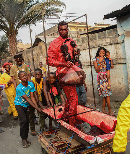 """""""Systeme K"""": art et sorcellerie dans les rues de Kinshasa"""