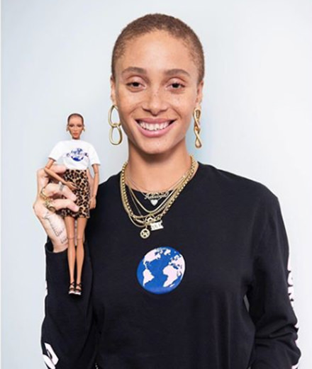 Adwoa Aboah dévoile la Barbie à son effigie