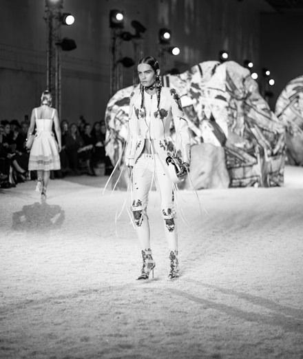 Le défilé Alexander McQueen printemps-été 2019 vu par Mehdi Mendas