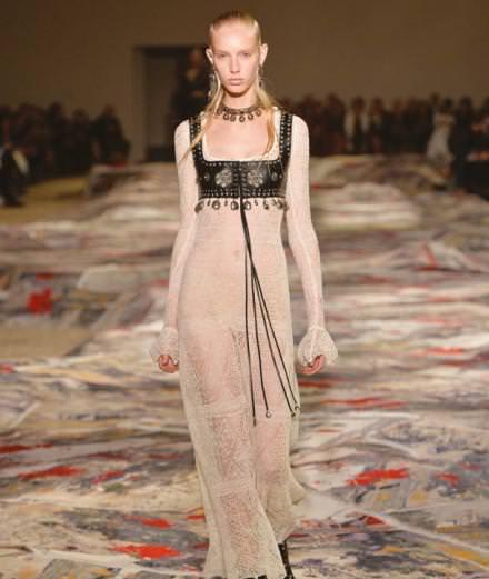 Le romantisme punk de Sarah Burton pour Alexander McQueen