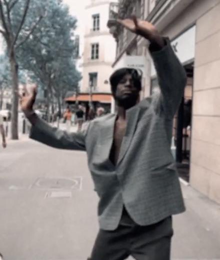 Aliocha fait danser ses potes dans son nouveau clip