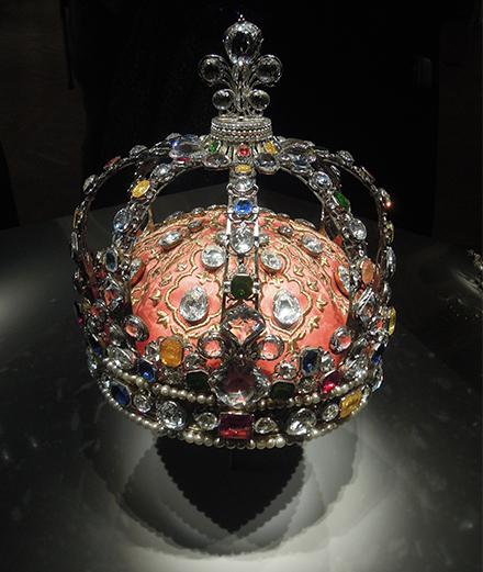 Le Louvre expose les Diamants de la Couronne
