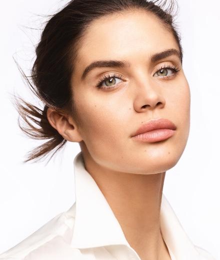 Découvrez le live de Sara Sampaio pour Armani Beauty