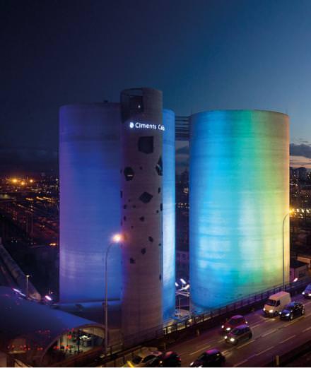 """Avec """"SolarWind"""", l'artiste Laurent Grasso réalise une prouesse technique et visuelle monumentale aux portes de Paris"""