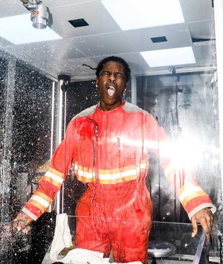 A$AP Rocky se transforme en rat de laboratoire chez Sotheby's New York