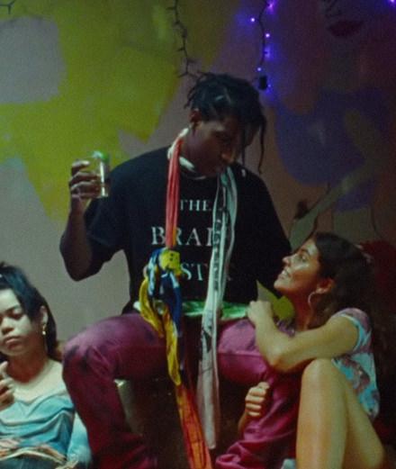 """A$AP Rocky suspend le cours du temps dans son nouveau clip """"Sundress"""""""