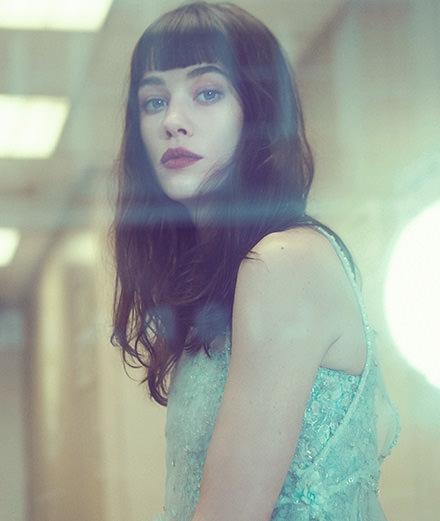 Actrice et muse de Chanel, qui est vraiment Astrid Bergès-Frisbey ?