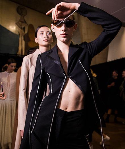 Backstage : le défilé Loewe printemps-été 2020 vu par Mehdi Mendas