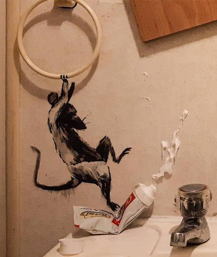 Banksy invite des rongeurs dans sa salle de bain