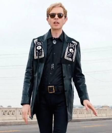 """Le musicien américain Beck sort le clip déjanté de """"Wow"""""""