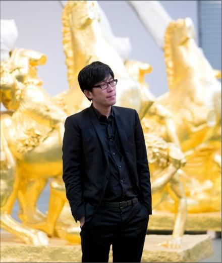 """Qui est Xu Zhen, artiste exposé à la Fondation Louis Vuitton à l'occasion de """"Bentu"""" ?"""