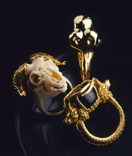 L'expo bijoux de l'automne : les 500 bagues d'homme de la collection Yves Gastou