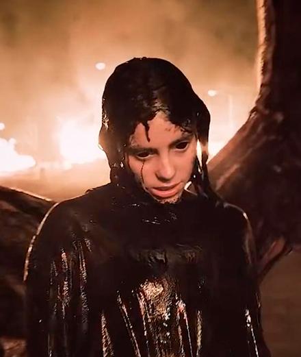 Billie Eilish plonge en enfer dans son nouveau clip