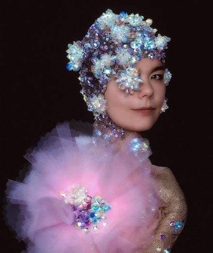 Björk : ses 16 looks les plus extravagants sur Instagram