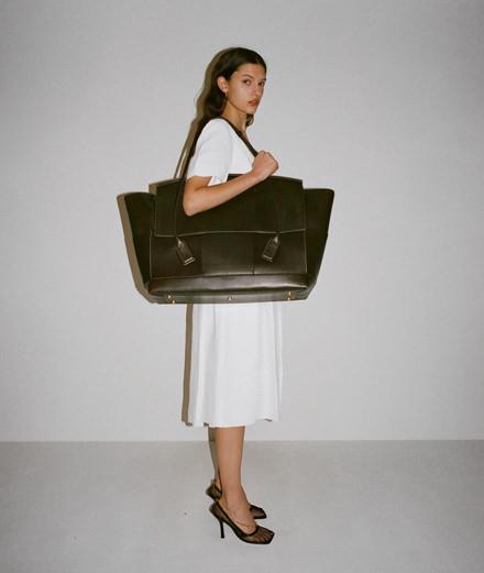 La première collection de Daniel Lee pour Bottega Veneta