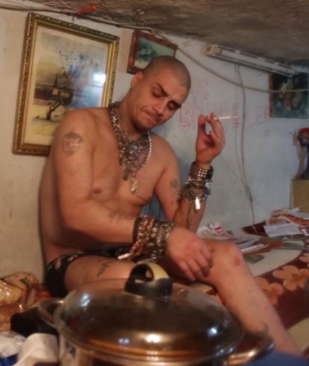 Plongée dans l'underground trash de Bucarest avec sa jeunesse abandonnée
