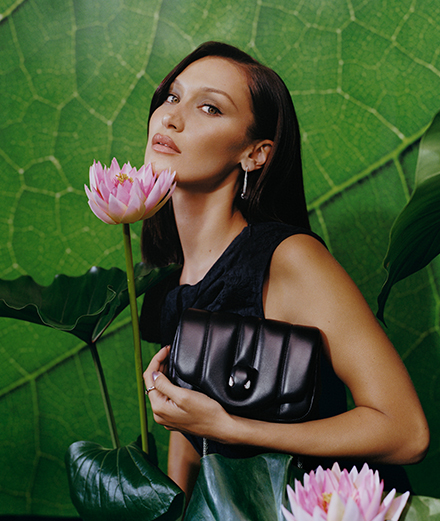 Bulgari invite Ambush pour une collaboration exclusive portée par Bella Hadid