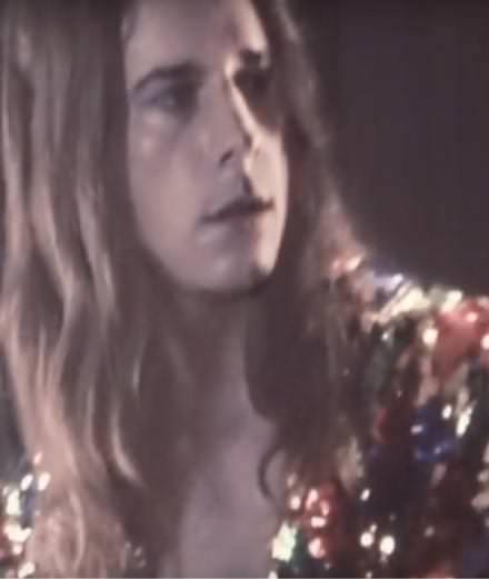 """L'étoile montante de l'électro-pop Buvette dévoile le clip de """"Smoke Machine Control"""""""