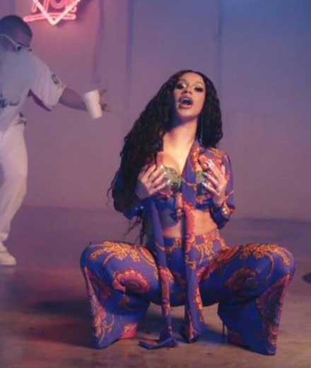 """Cardi B, diva tropicale dans son nouveau clip """"I Like It"""""""