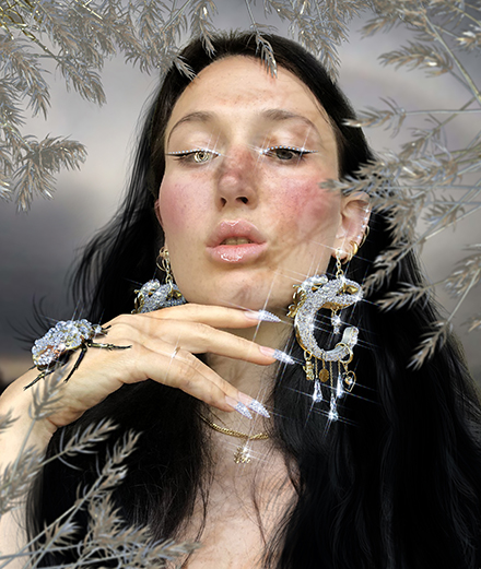 Carol Civre, l'artiste qui glorifie le corps féminin dans un monde 100% digital