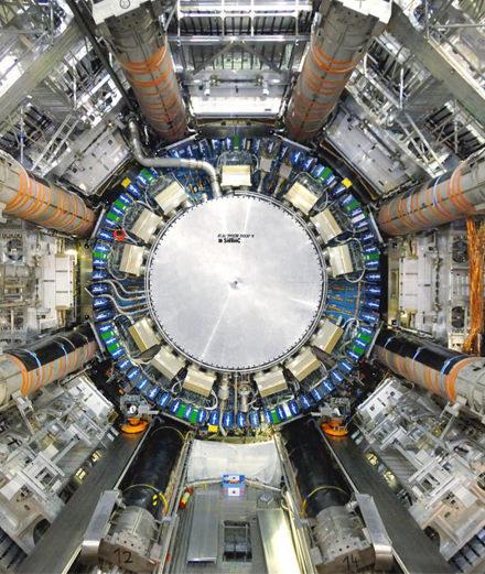 Pour Art Basel, le duo Semiconductor nous plonge au cœur d'un accélérateur de particules