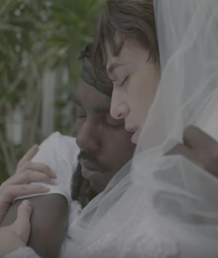 """Le grand retour de Charlotte Gainsbourg avec la vidéo de """"Deadly Valentine"""""""