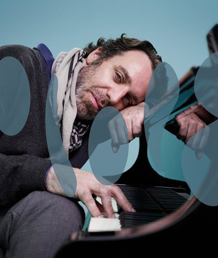 Chilly Gonzales installe son piano chez Colors
