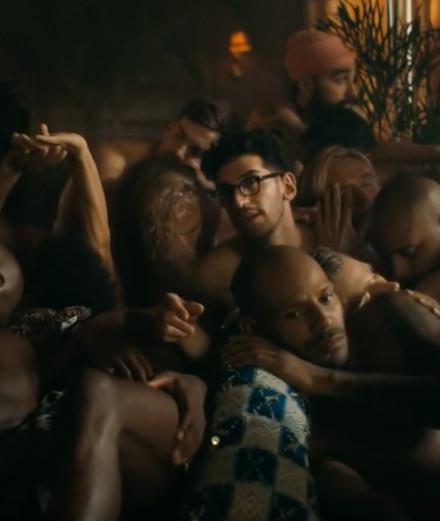 """Orgie masculine et French Montana dans le nouveau clip """"Don't Sleep"""" de Chromeo"""