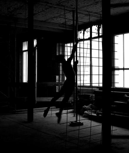 """Vidéo : """"Mutant Stage 6"""", pole dance et architecture"""