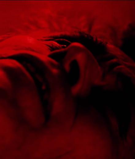 Willem Dafoe et  Charlotte Rampling dans le film de l'artiste Loris Gréaud