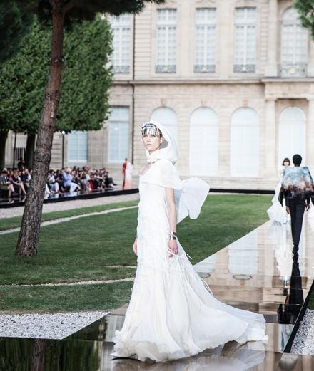 Le défilé Givenchy haute couture automne-hiver 2018-2019 vu par Mehdi Mendas