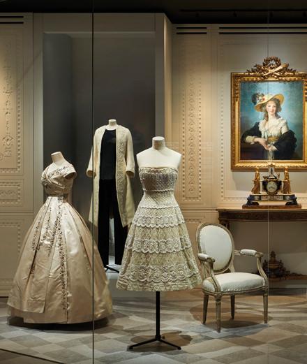 Visite guidée avec les curateurs de l'exposition évènement Dior aux Arts décoratifs