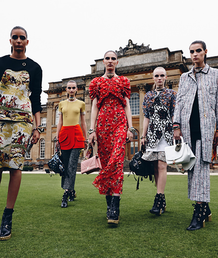 Dior Cruise 2017's runway show at the Blenheim Palace