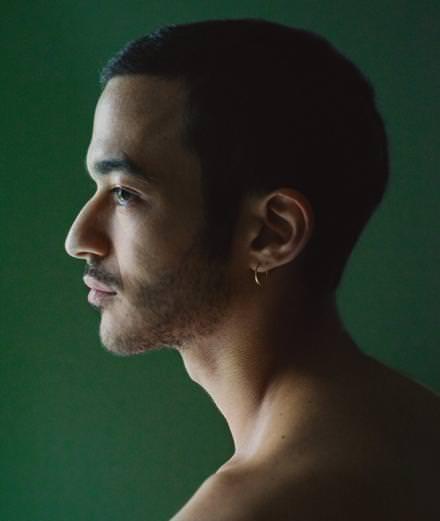 Rencontre avec Adam Naas, jeune prodige à la soul ténébreuse