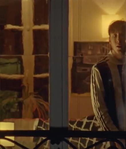 """""""Grave"""" : le nouveau clip voyeuriste d'Eddy de Pretto"""